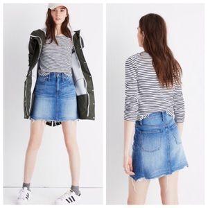 Madewell raw-edge denim skirt Size 25